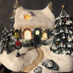 "Thomas Kinkade ""Stonehearth Hutch"" Lighted cottage"